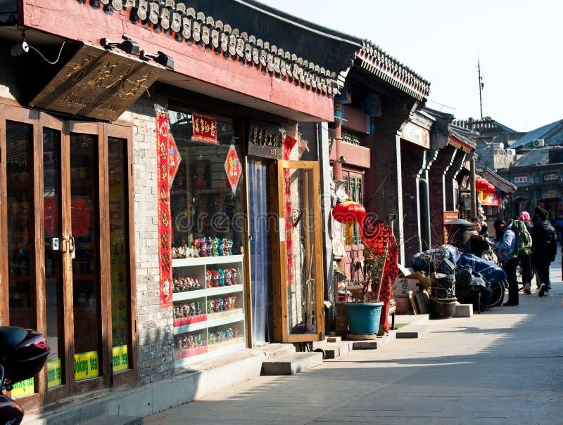 A rua shoping no Pequim Hutong imagem de stock