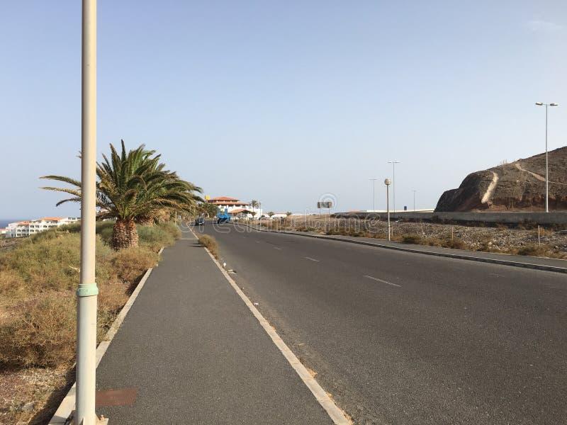 Rua Sunny Ocean Road da palma imagens de stock
