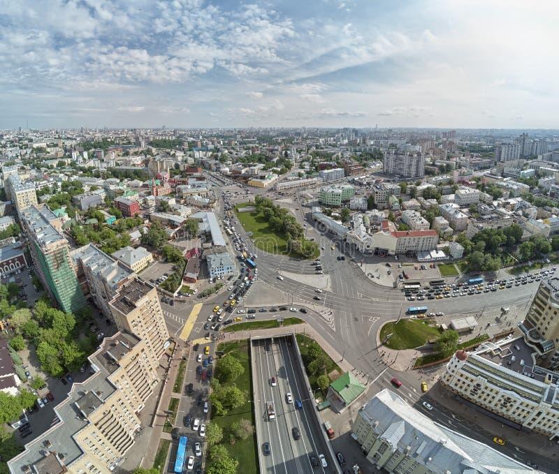 Rua superior de Radishevskaya, Moscou, Rússia Igreja da São Nicolau perto do quadrado de Taganskaya na parte histórica da cidade foto de stock royalty free