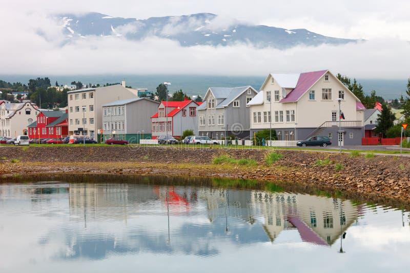 Rua típica de Akureyri do centro foto de stock royalty free