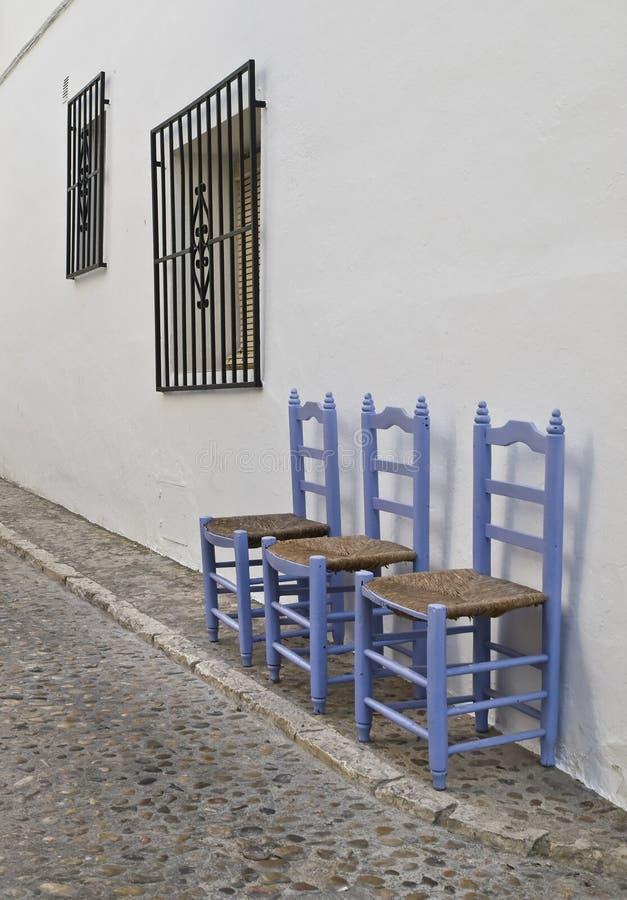 Rua típica de uma vila andaluza fotos de stock royalty free