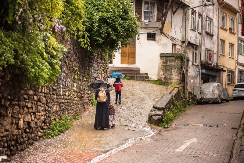 Rua tradicional da área do balat em Istambul, Turquia imagem de stock