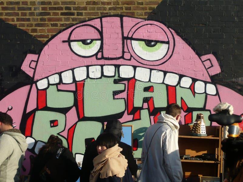 Rua urbana Art Graffiti Figure de Londres em uma parede imagens de stock royalty free