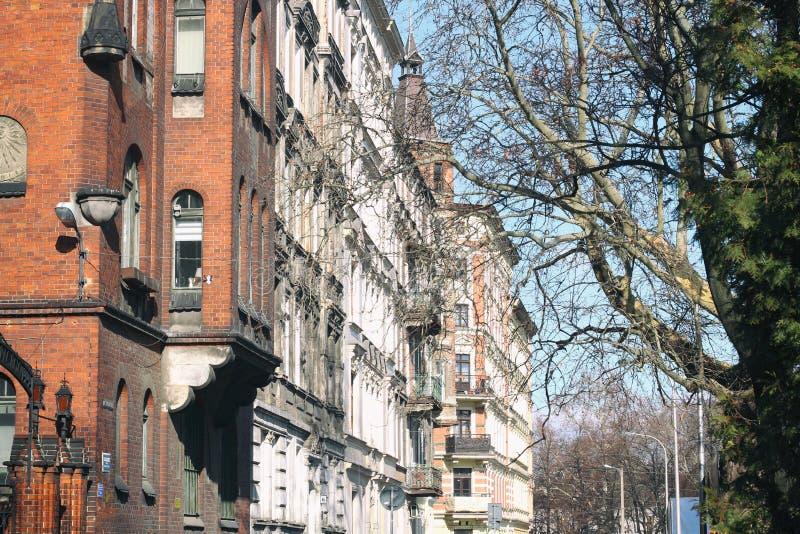Rua vazia da cidade velha fachada de construções históricas velhas imagem de stock royalty free