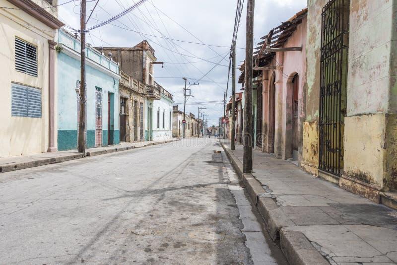Rua vazia em Camaguey, Cuba imagem de stock