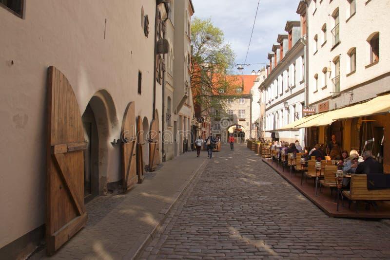 Rua velha da cidade de Riga Arquitetura em Riga latvia imagens de stock royalty free
