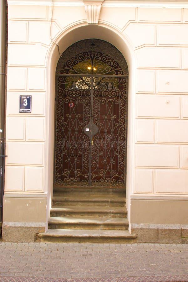 Rua velha da cidade de Riga Arquitetura em Riga latvia fotografia de stock royalty free