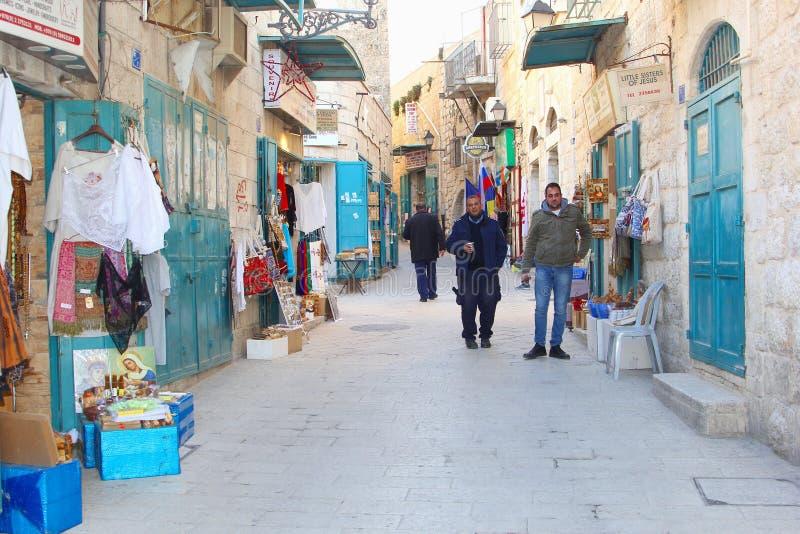 A rua velha da cidade dos homens compra lojas das lembranças, Bethlehem imagem de stock