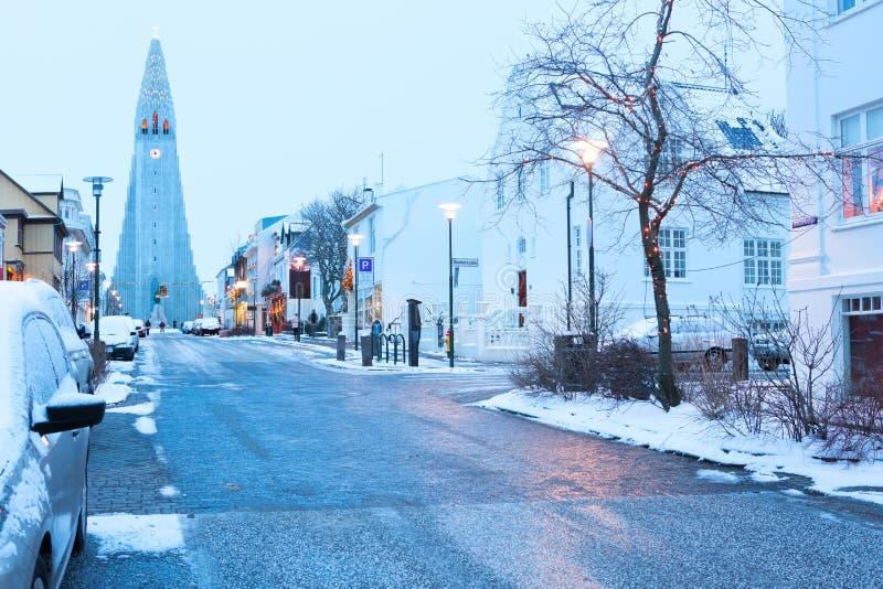 Rua velha de Reykjavik do centro, Islândia fotos de stock royalty free
