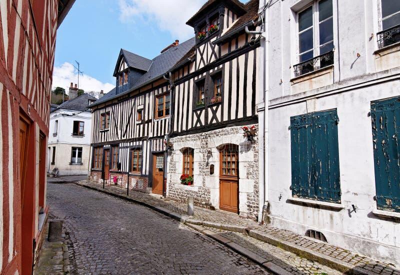Rua velha em Honfleur, Normandy, França imagens de stock