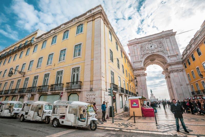 Ruaaugusta triomfantelijke Boog in het historische centrum van de stad van Lissabon in Portugal stock afbeelding