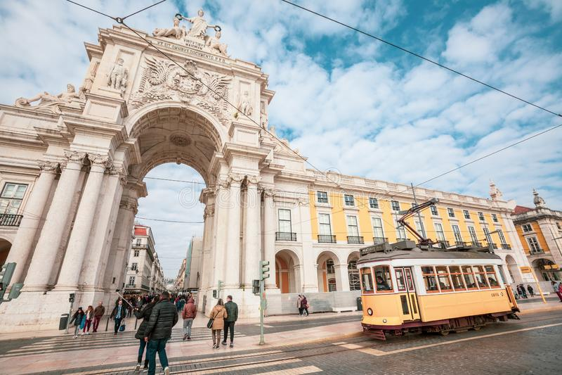 Ruaaugusta triomfantelijke Boog in het historische centrum van de stad van Lissabon in Portugal stock afbeeldingen