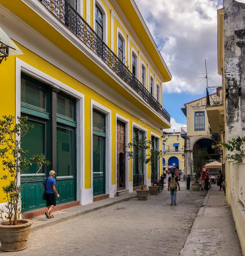 Ruas brilhantes de Havana, Cuba fotografia de stock