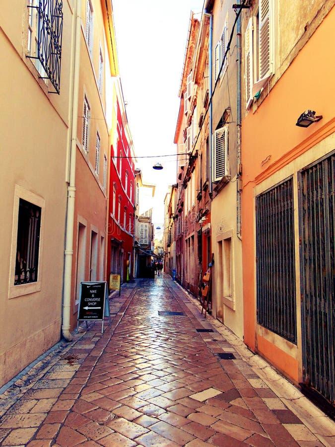 Ruas coloridas de Zadar imagem de stock royalty free