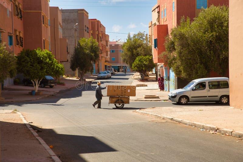 Ruas da cidade marroquina Tiznit, Marrocos 2017 fotos de stock royalty free