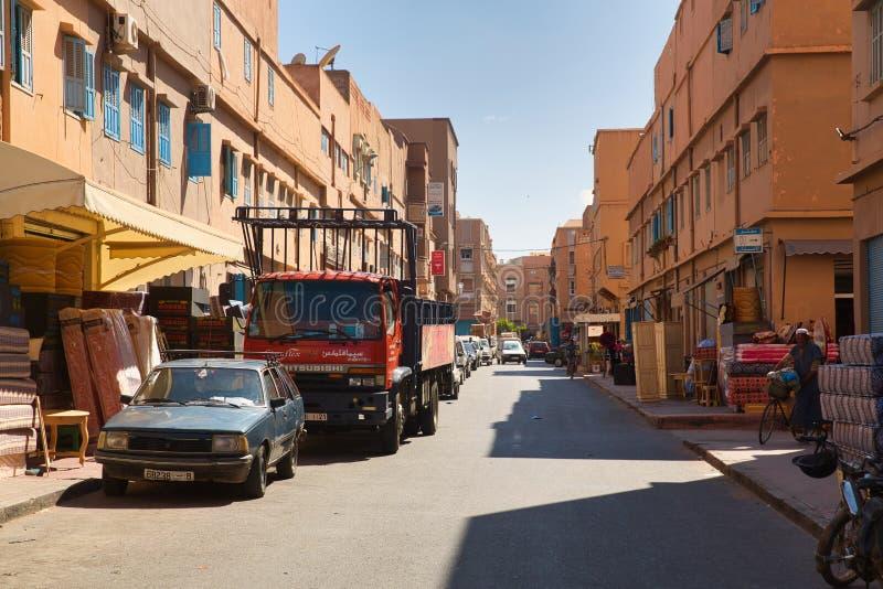 Ruas da cidade marroquina Tiznit, Marrocos 2017 fotos de stock