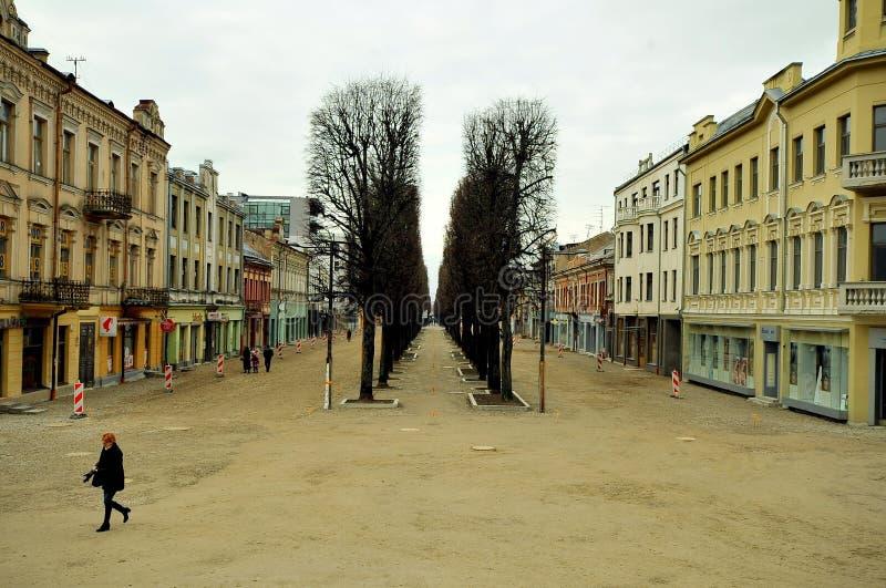 Ruas da cidade velha de Kaunas, Lituânia fotos de stock royalty free