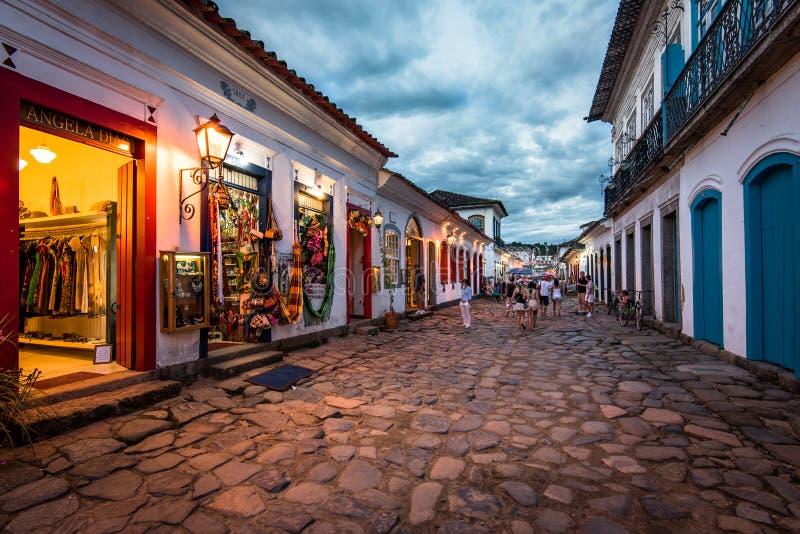 Ruas da cidade velha de Paraty na noite imagens de stock royalty free