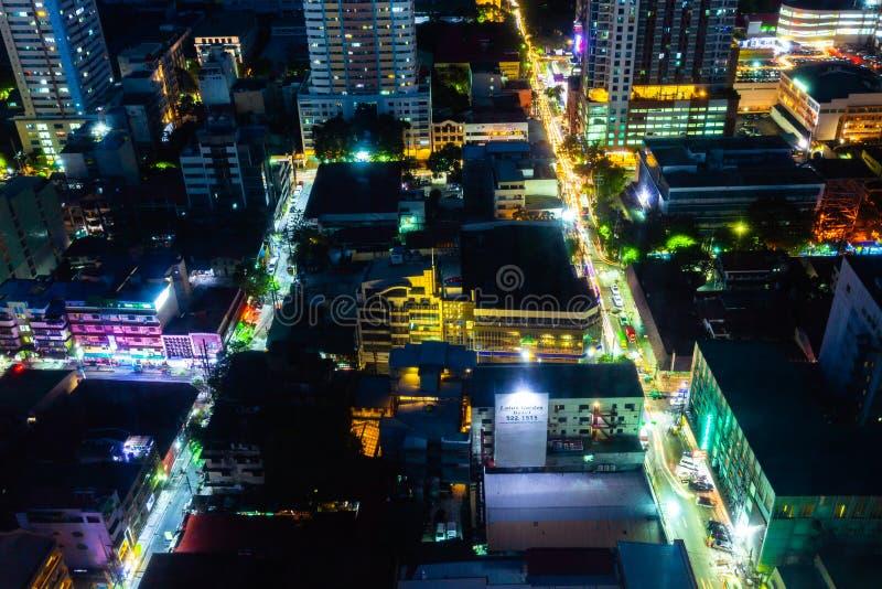 Ruas da noite do malato, Manila foto de stock