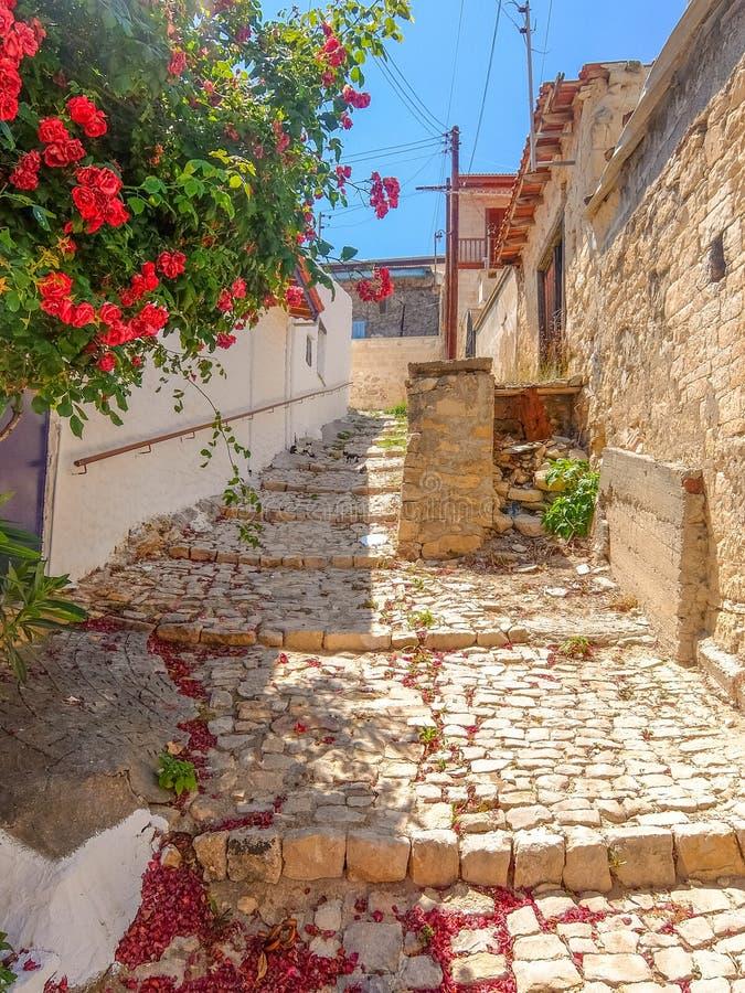 Ruas da vila velha de Chipre imagens de stock