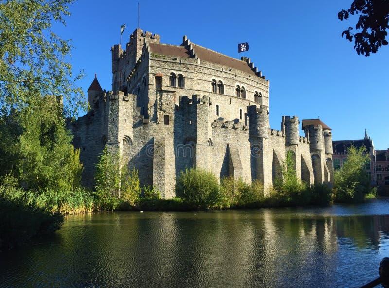 Ruas de encantamento da opinião de Ghent França do castelo fotos de stock