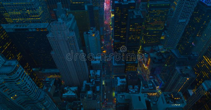 Ruas de New York City na noite Vista aérea ao cruzamento do centro de Manhattan Tema de Am?rica Tema grande de Apple EUA 2019 foto de stock