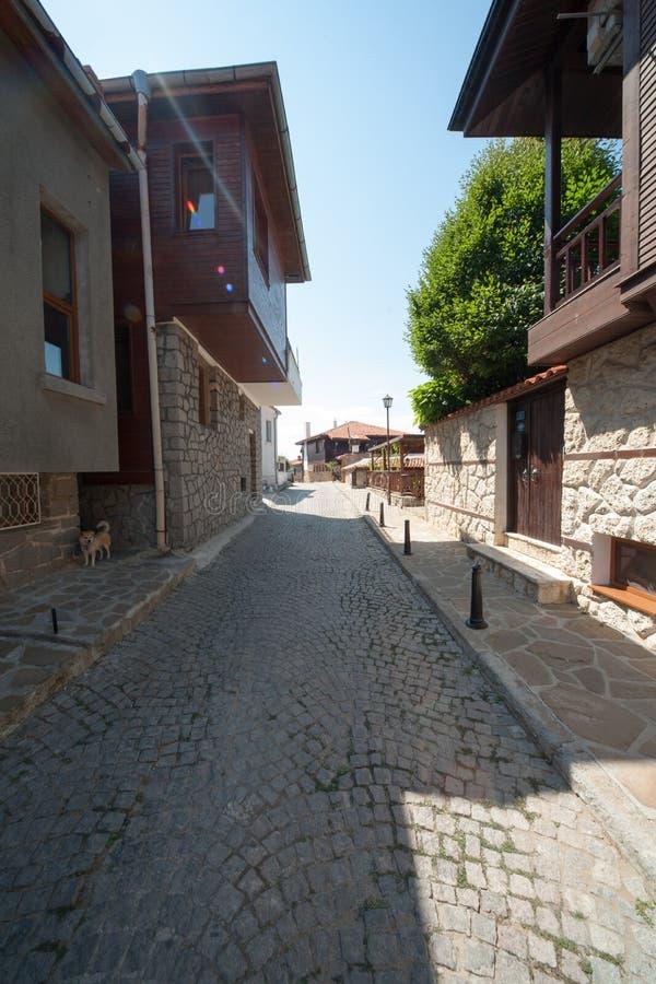 Ruas de pedra na cidade velha de Sozopol em Bulgária imagens de stock royalty free