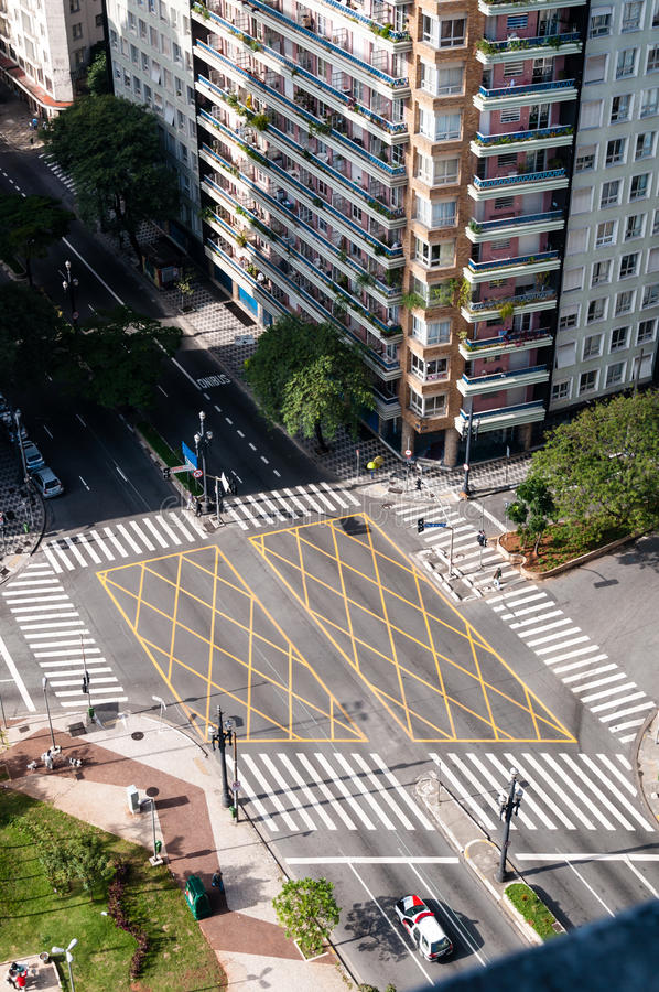 Ruas do cruzamento em Sao Paulo imagem de stock