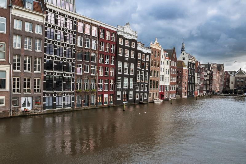 Ruas e canais de Amsterdão imagem de stock royalty free