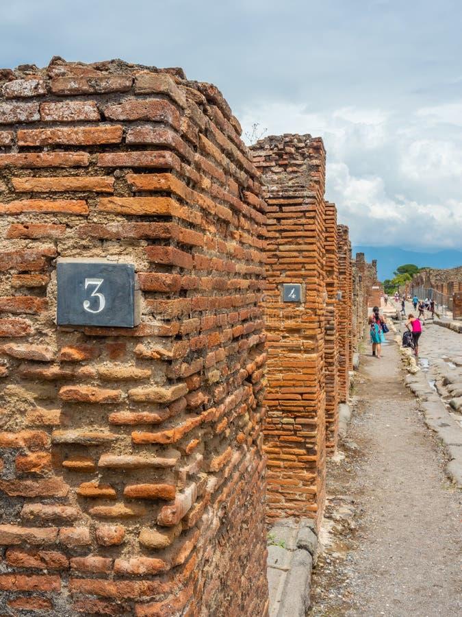Ruas e casas de campo de Pompeii, Itália Lista do patrimônio mundial fotos de stock