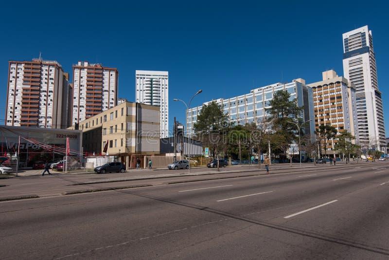 Ruas e construções da cidade de Curitiba fotografia de stock