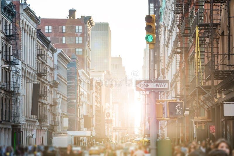 Ruas e passeios aglomerados de SoHo em New York City fotografia de stock
