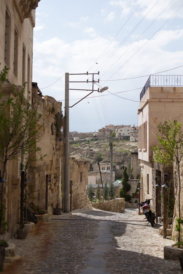 Ruas estreitas em Ortahisar de Cappadocia fotos de stock