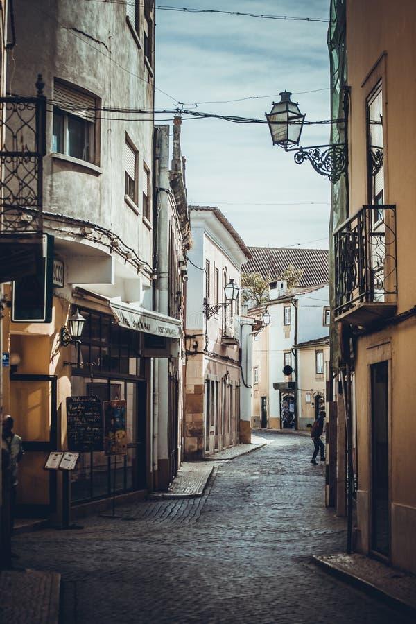 Ruas estreitas na cidade de Tomar fotografia de stock