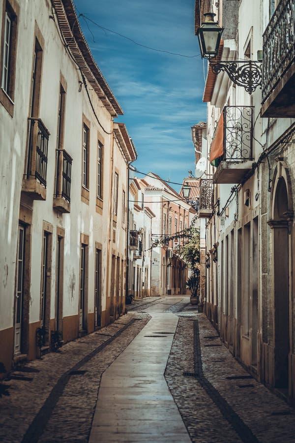 Ruas estreitas na cidade de Tomar fotos de stock
