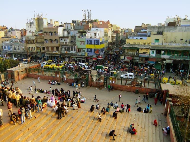 Ruas movimentadas de Deli velha, vista de Jama Masjid fotografia de stock royalty free