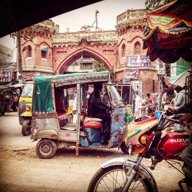 Ruas movimentadas de multan Paquistão imagem de stock royalty free