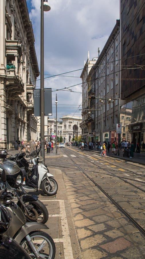 Ruas no brera do distrito de Milão imagem de stock
