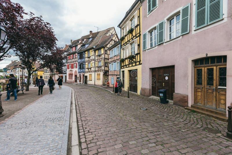 Ruas velhas da vila Colmar imagens de stock