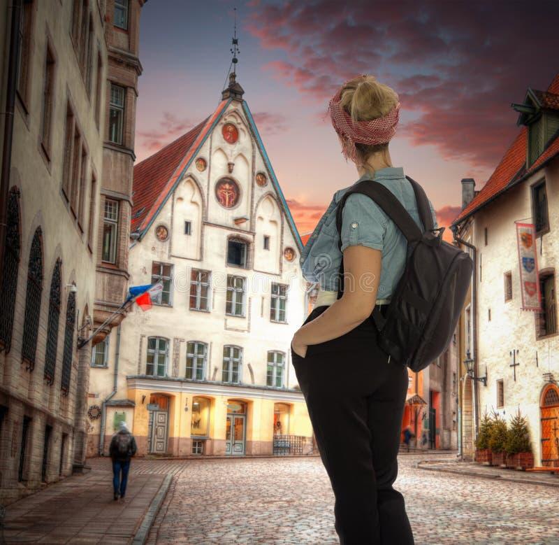 Ruas velhas de cidades europeias fotos de stock