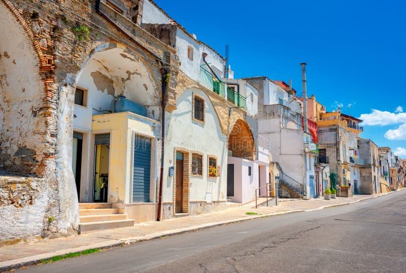 Ruas velhas na parte histórica da cidade italiana imagens de stock