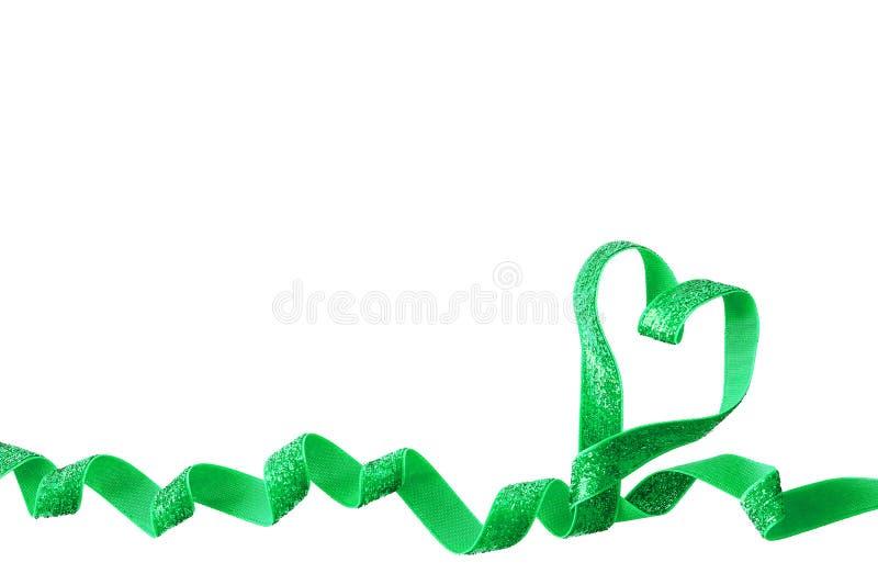 Ruban actuel de turquoise dans une forme de coeur d'isolement au-dessus du fond blanc photos libres de droits
