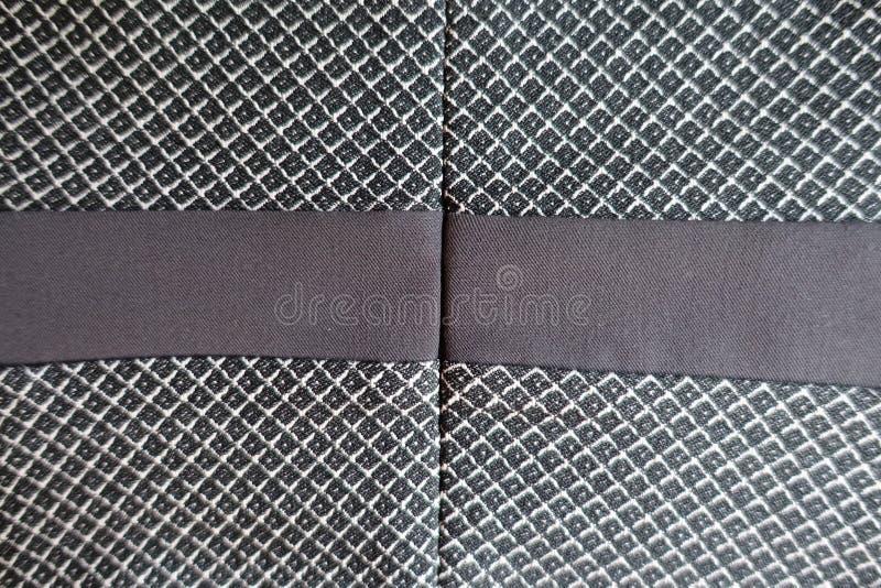 Ruban de Taupe cousu au tissu gris image stock