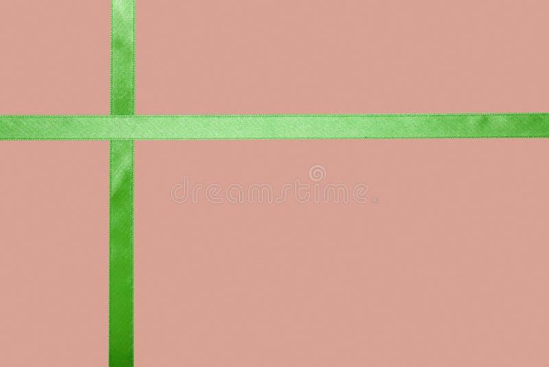 Download Ruban Vert De Satin Sur Un Fond Coloré Image stock - Image du salutation, plaine: 77151763