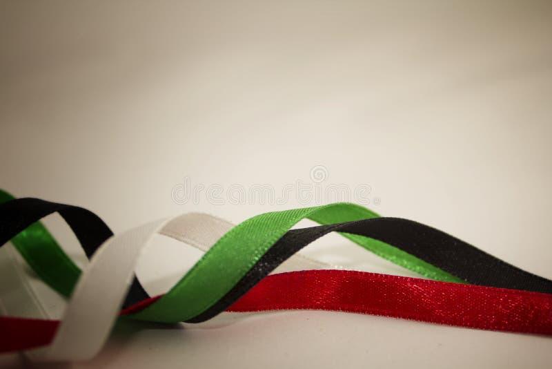 Rubans noirs verts rouges d'or blanc de jour national des Emirats Arabes Unis photos stock