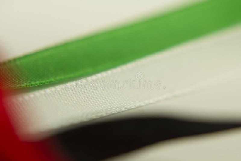 Rubans noirs verts rouges d'or blanc de jour national des Emirats Arabes Unis images stock