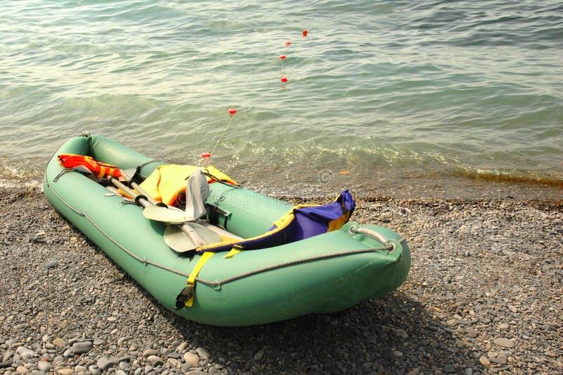 Rubber boot op het strand royalty-vrije stock fotografie