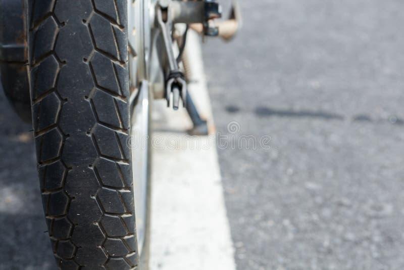 rubber gummihjul för gammal motorcykel fotografering för bildbyråer
