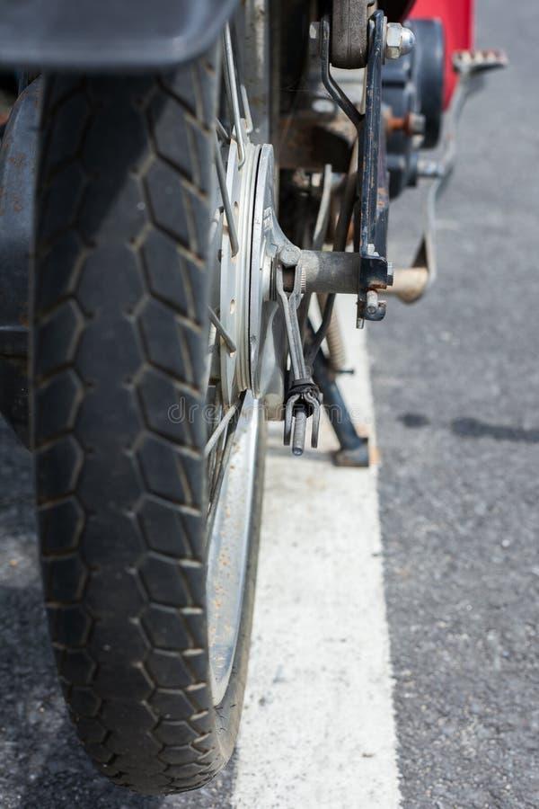 rubber gummihjul för gammal motorcykel royaltyfri fotografi