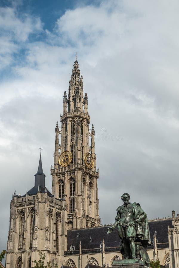 Rubens Statue e catedral de nossa senhora, Antuérpia Bélgica fotos de stock